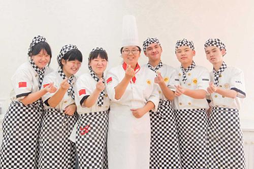 想学蛋糕制作,选择福建新东方西点西餐学校!