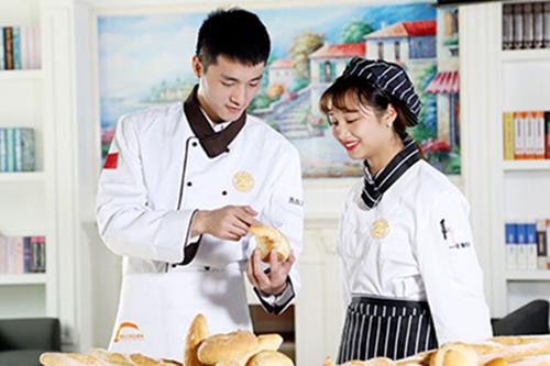 学烘焙是去蛋糕面包培训机构还是